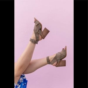 Marc Fisher MLVALEN ankle peep toe heel sandal 9.5